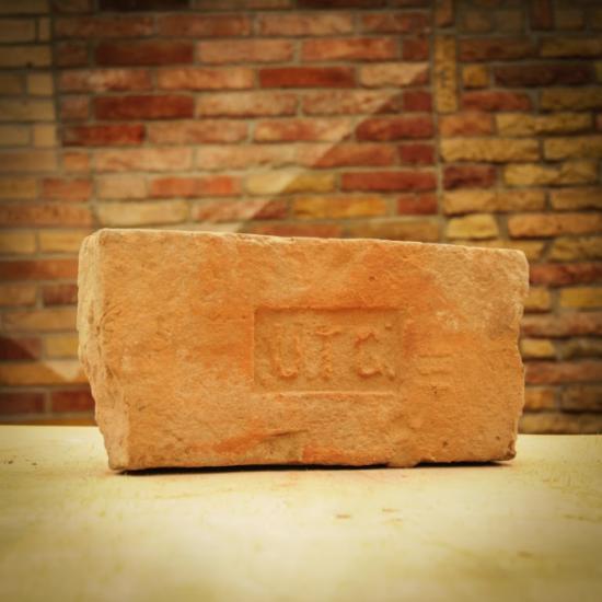 Címeres tégla UTG.
