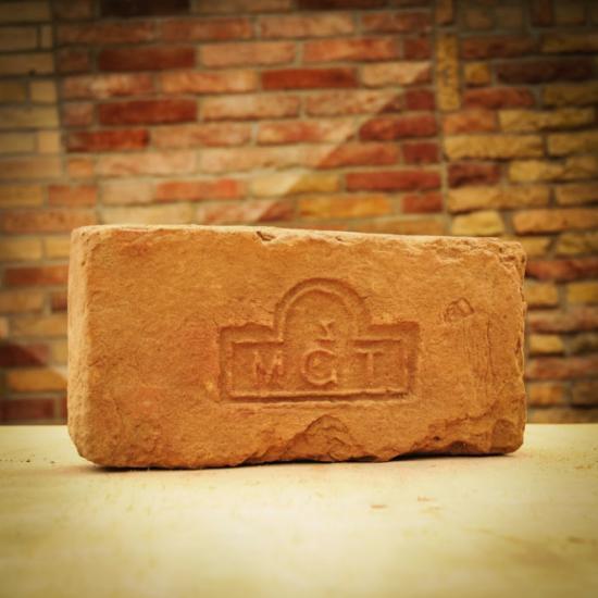 Címeres tégla MGT.